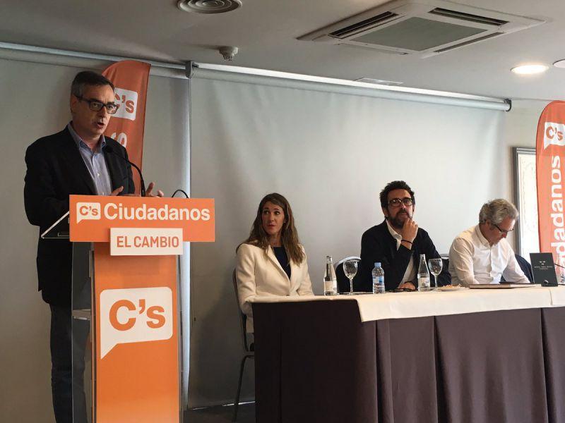 Villegas (C's) insta a no conformarse «ni con el inmovilismo de unos ni el populismo de otros»