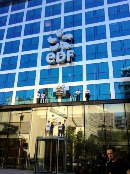 EDF prolonga varios decenios el cierre de centrales nucleares en Francia