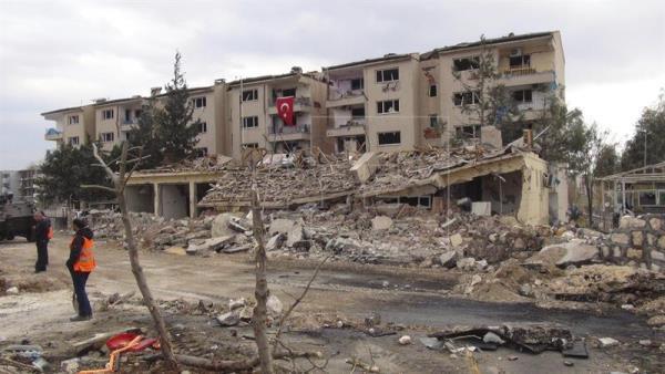Tres muertos y unos 30 heridos en un atentado en el sureste de Turquía