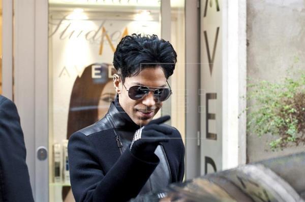 La autopsia revela que Prince murió de una sobredosis de opiáceos