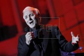 "Aznavour deleita al público del Festival de Pedralbes con sus grandes ""hits"""
