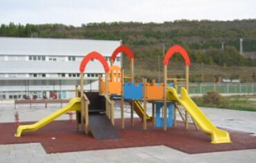 El Ayuntamiento traslada la zona de juegos infantiles de la urbanización Ezcaba y reconstruirá la actual como zona verde