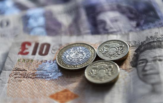 La libra se recupera tras el anuncio de elecciones anticipadas en Reino Unido