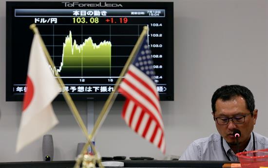 """El """"efecto Trump"""" aúpa a la Bolsa de Tokio hasta los 18.000 puntos"""