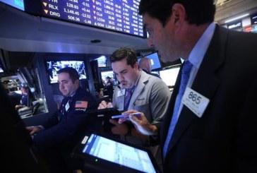 Wall Street cierra con triple récord y el Dow Jones supera los 23.000 puntos