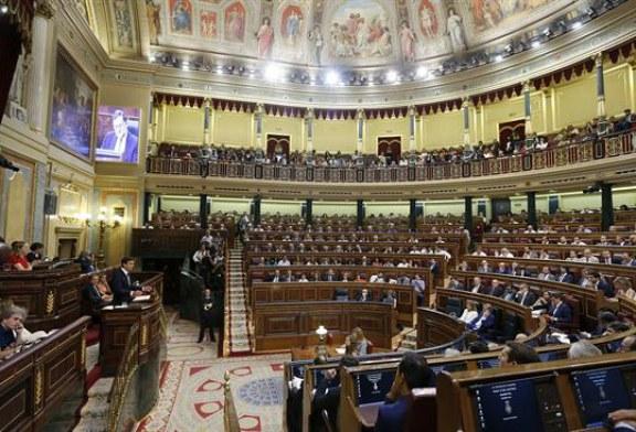 """Sánchez: """"No puede orientar la regeneración el líder de un partido imputado"""""""