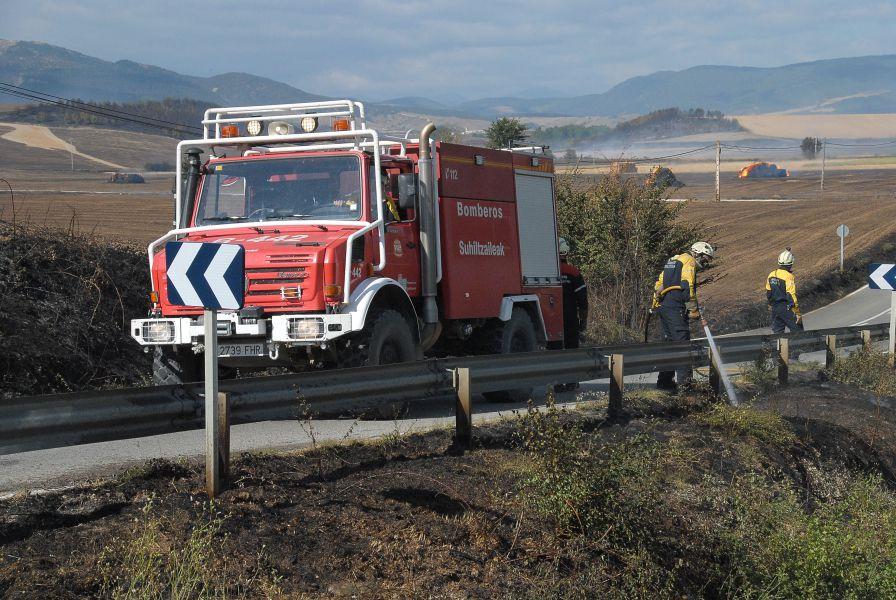 50 bomberos de Navarra trabajan en un incendio en Labraza (Álava)