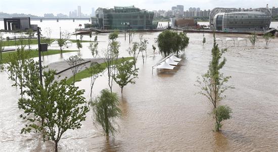 60 muertos y 25 desaparecidos por las inundaciones en Corea del Norte