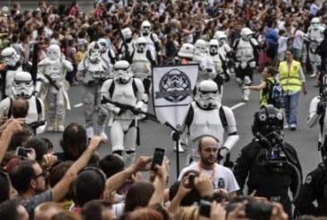 El desfile de las «tropas imperiales» de Darth Vader colapsa Bilbao
