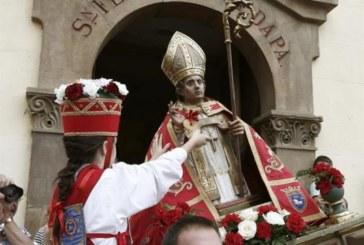 Gigantes, Pamplonesa y grupo de danzas en celebraciones de San Fermín Aldapa