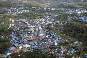La Policía francesa comienza a desalojar el campamento de migrantes de Calais