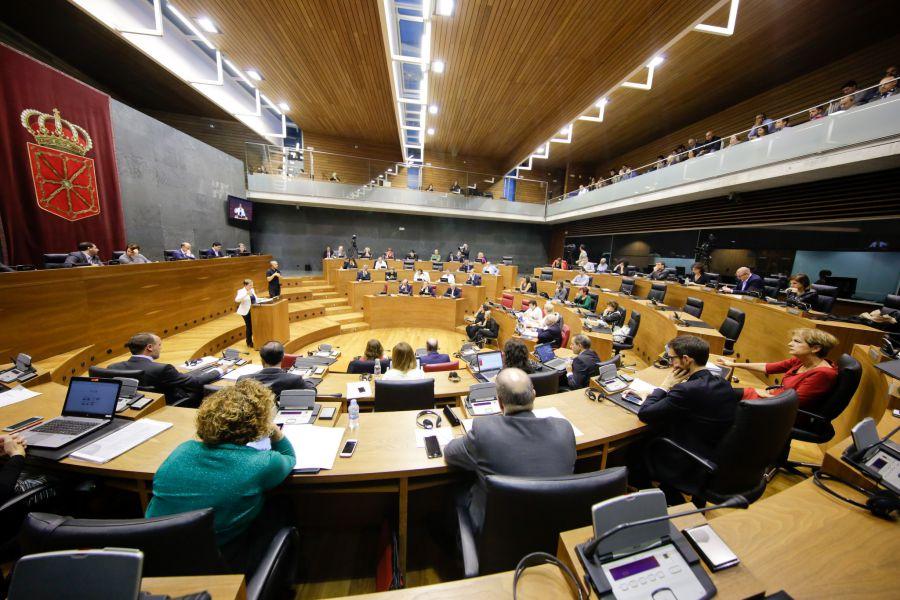 EDITORIAL: Suspenso al Parlamento navarro