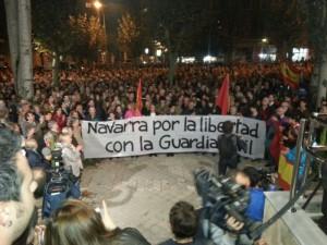 Concentración de apoyo a la Guardia Civil en Pamplona. NAVARRAINFORMACION.ES