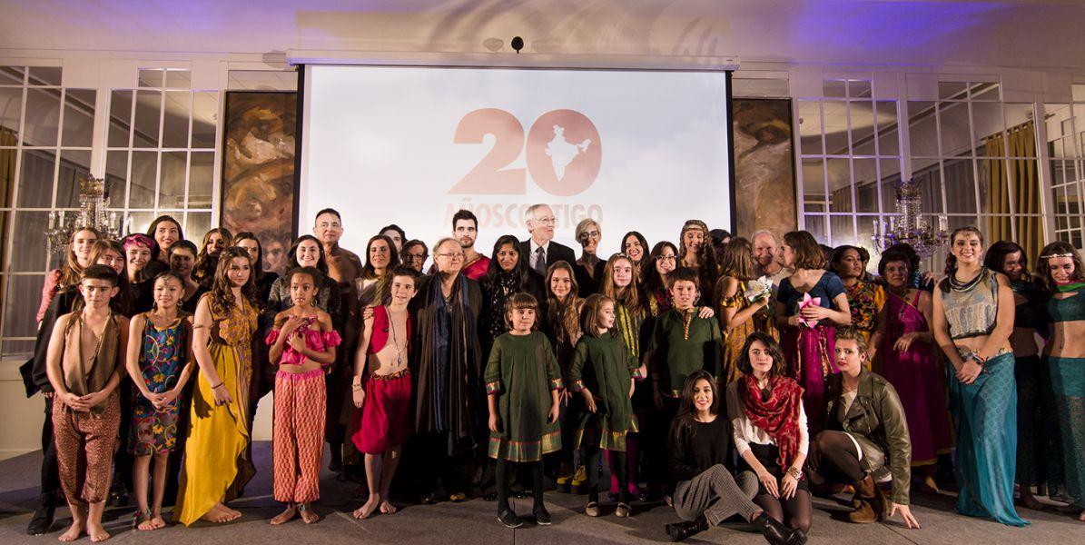 Creanavarra diseña 16 saris para el desfile solidario de la Fundación Vicente Ferrer
