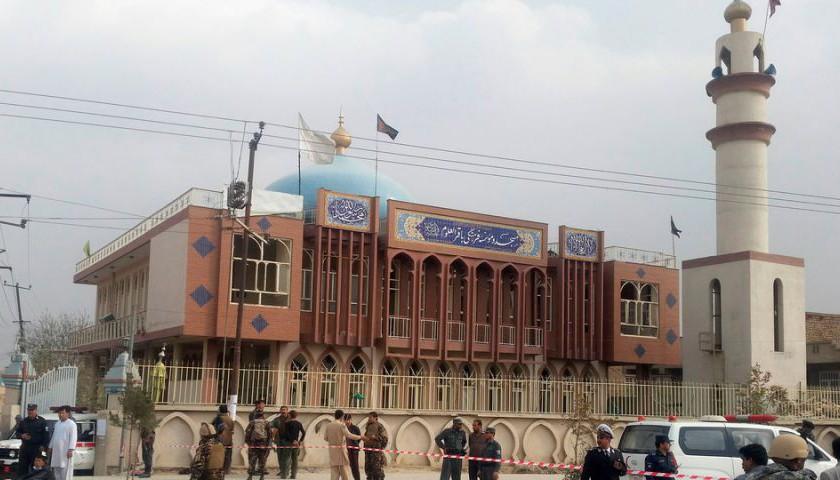 """Un atentado """"suicida"""" en un templo de Kabul causa al menos 27 muertos y 35 heridos"""