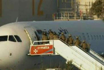 Los secuestradores del avión desviado a Malta se entregan tras liberar a todo el pasaje