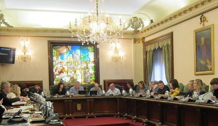 El cuatripartito de Pamplona rechaza la colocar las banderas oficiales y el retrato del Rey