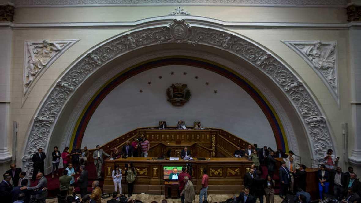 El Parlamento de Venezuela declara el fraude en los comicios y pide una auditoría internacional
