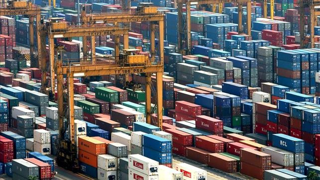 El déficit comercial crece un 38,4 % hasta febrero, y alcanza 5.741 millones
