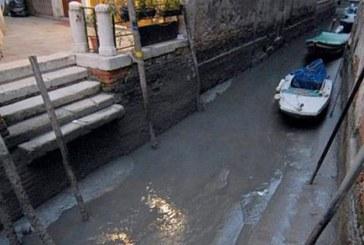 Los canales de Venecia se quedan sin agua por una excepcional marea baja