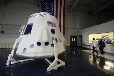 SpaceX llevará dos turistas a la luna en 2018