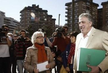 Ayuntamiento Pamplona y afectados se querellan contra crímenes del franquismo