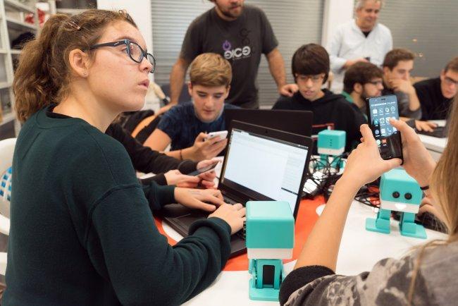 Las chicas infravaloran sus capacidades en tecnología y matemáticas