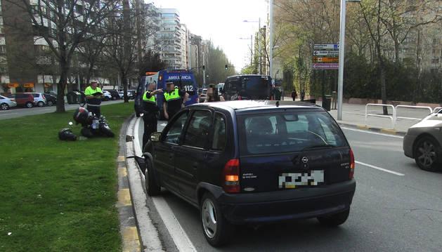 Un herido en una colisión de un turismo y una motocicleta