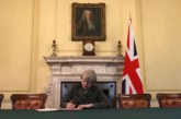 May rechaza en el Parlamento dimitir como primera ministra