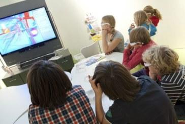 Sedentarismo: Niños y adolescentes abusan de tiempo frente a una pantalla