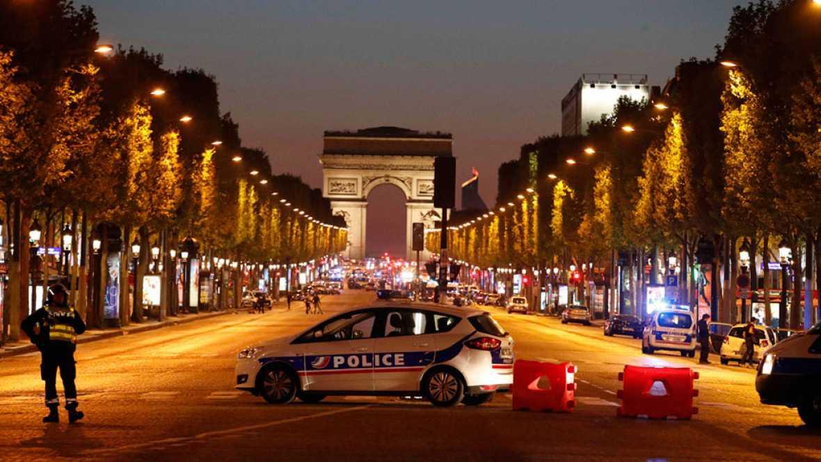 Al menos un policía muerto y dos heridos tras un tiroteo en París