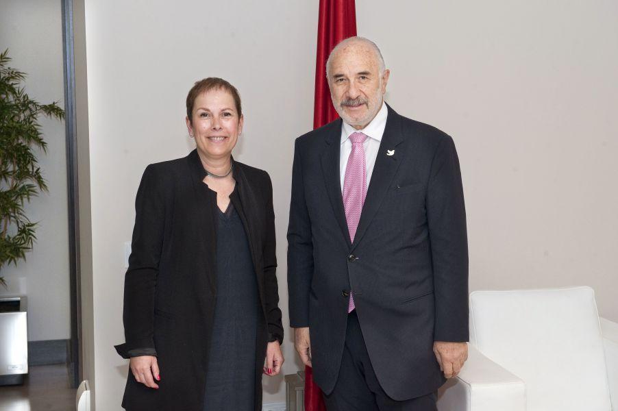 La Presidenta de Navarra recibe al embajador de Colombia