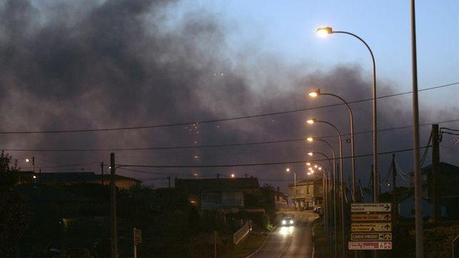 Activan el nivel 2 de alerta por cercanía de incendio a viviendas en Ferrol