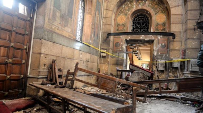 Al menos 21 muertos en un atentado contra una iglesia copta al norte de El Cairo