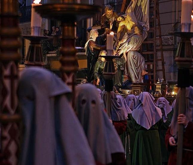 Viernes Santo: Via Crucis y el Santo Entierro con el retorno de la Dolorosa