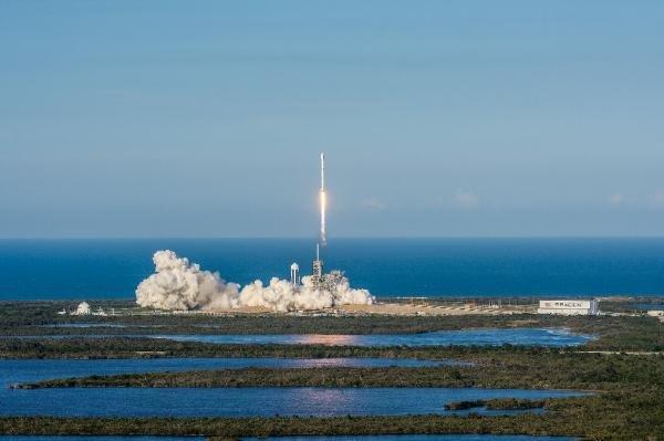 Lanzado el primer cohete reutilizable