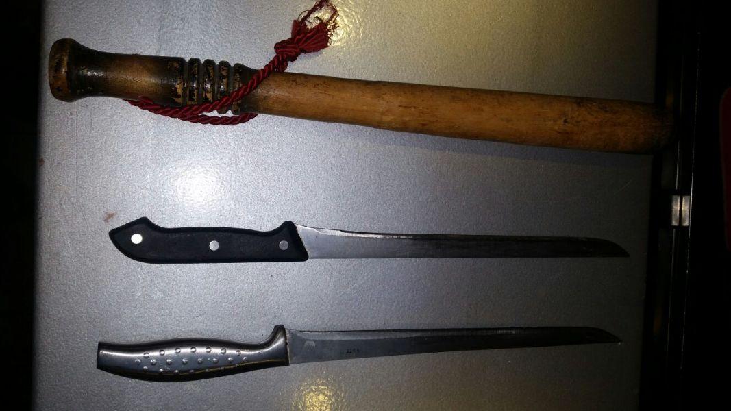 Requisados dos cuchillos y un garrote y varios heridos en distintas peleas en Pamplona