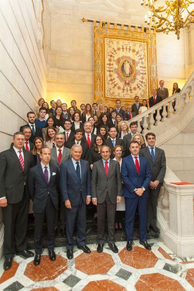 La Universidad de Navarra y Banco Santander renuevan su convenio para fomentar las becas