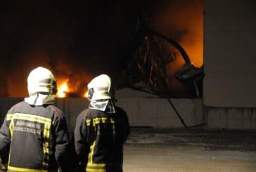 Un incendio destruye una empresa de Esquíroz en Navarra
