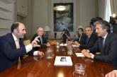 El Tren de Alta Velocidad une a los Gobiernos de Navarra y España con más deuda y recortes