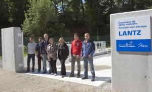 La consejera, el Gerente de Nilsa, la alcaldesa y miembros de la corporación de Lanz