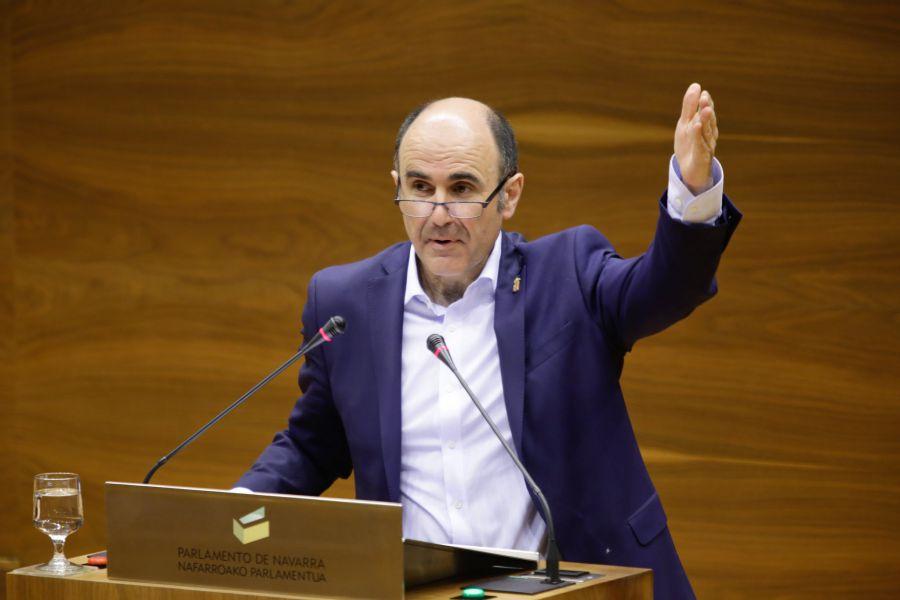 """Ayerdi cree que la """"injustificada"""" decisión de Fomento es por """"presiones"""" de UPN"""