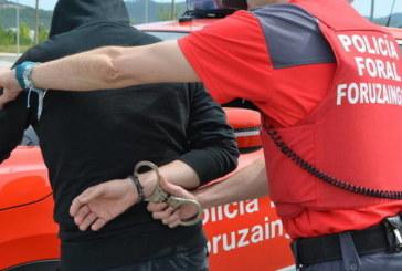 Detenido por agredir a hombre que intentó entrar a baño de bar en Ribaforada