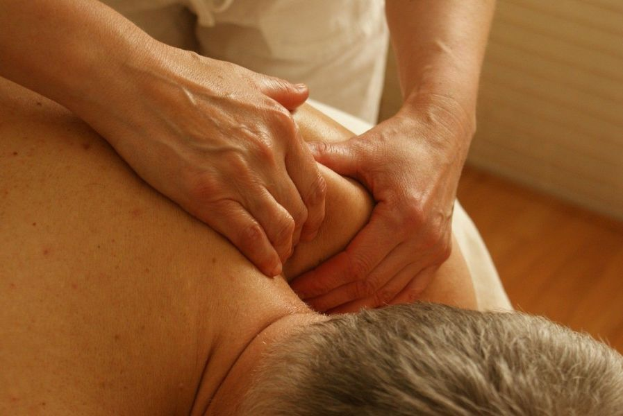 Fisioterapeutas recomiendan dieta con calcio y vitamina D así como actividad física para la osteoporosis
