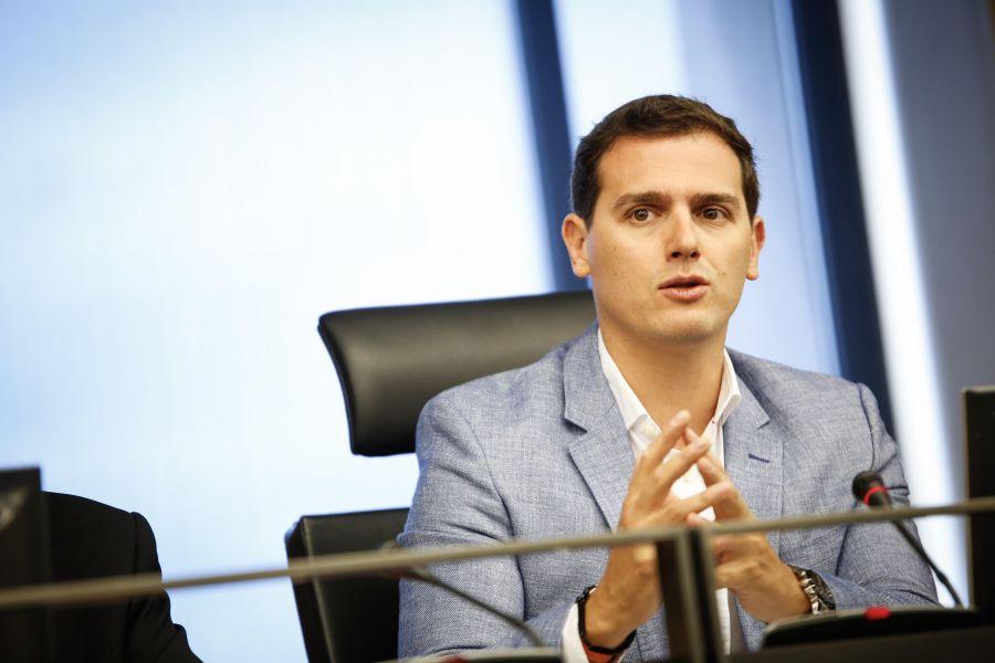 Rivera exige al PSOE que no sea «equidistante» y «se moje» en Cataluña