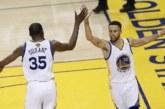 108-100. Curry y Durant celebran la entrega de anillos con una sufrida victoria