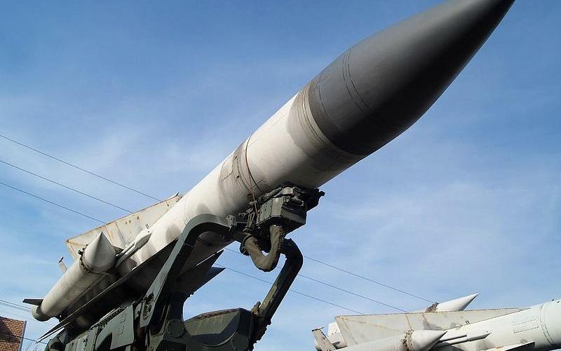 "Irán presenta un nuevo misil balístico, probado con ""éxito"""