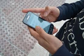 El 34% de los españoles reconoce que el uso del móvil repercute negativamente en su vida social