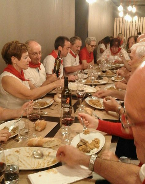 Belenistas de Pamplona se reúnen en la tradicional cena de San Fermín