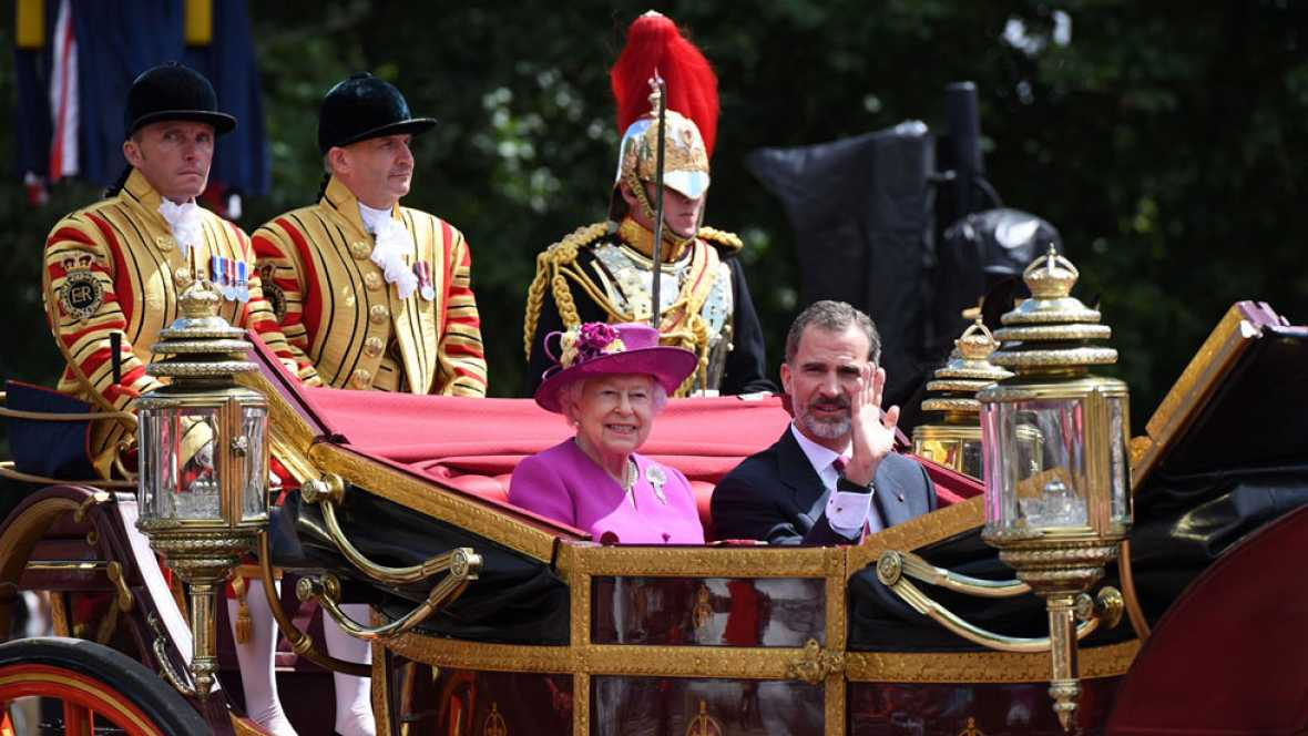 Isabel II recibe a los reyes en su primer día de visita de Estado a Reino Unido